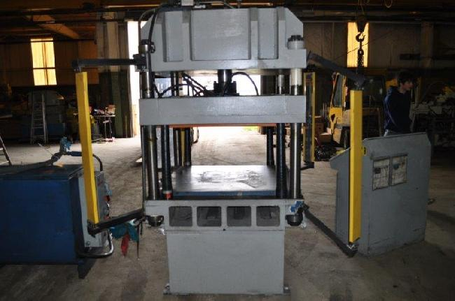 30 Ton H H Hyd press 14030M pic 3.jpg