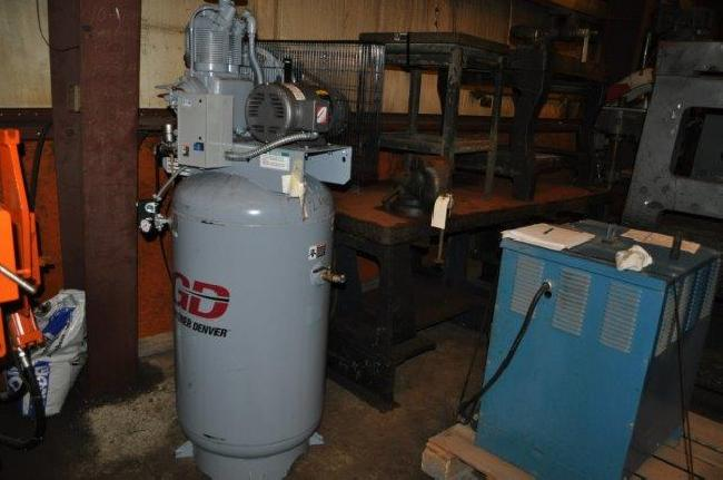 5 HP Gardner Denver Air Compressor 14030E pic 1.jpg